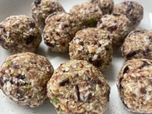 vegan cranberry, coconut and lime energy balls,