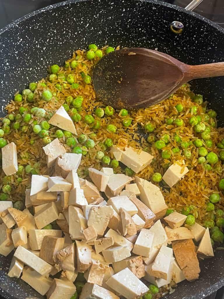 smoked tofu flakes with peas and curry powder