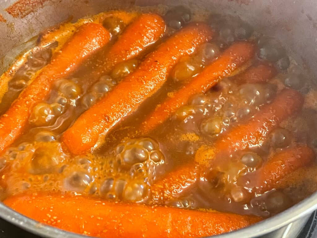 carrot hotdogs with the stock concentrated and thick, hotdogs ready to serve